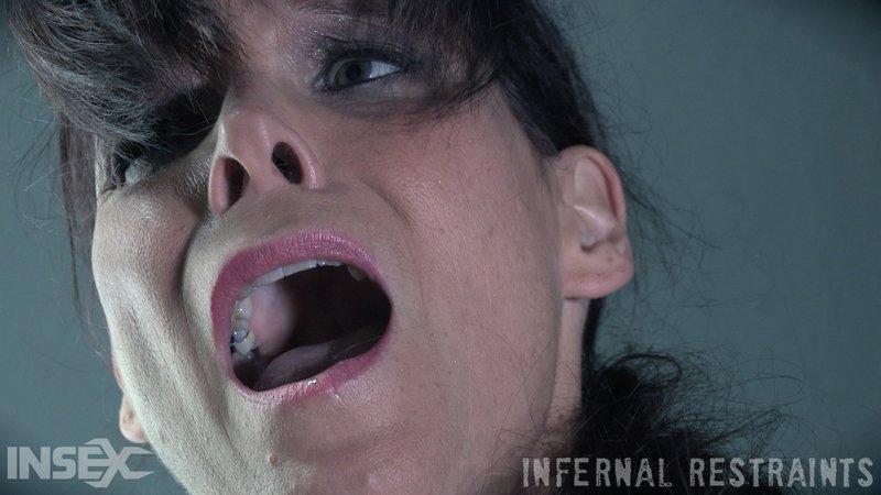 spanking pain for syren de mer