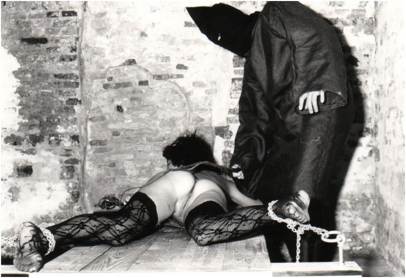 dungeon whipping punishment