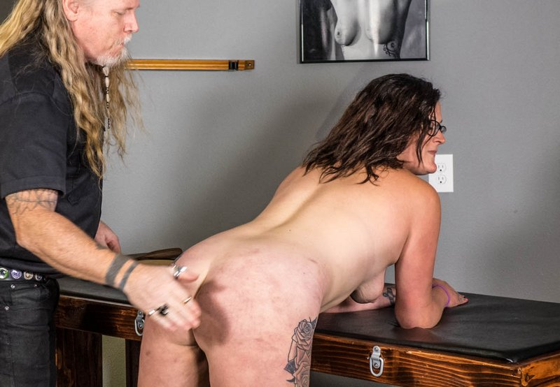 hand spanking for Kali Danes