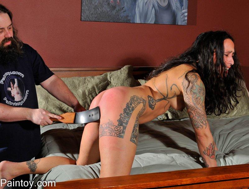strap spanking henna on her thighs