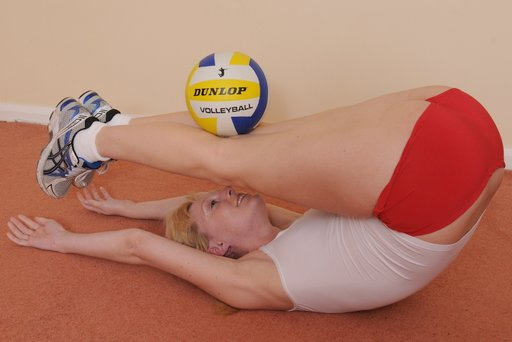 Amelia Jane Rutherford balancing a volleyball on her thighs