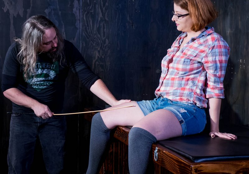 pain toy thigh caning